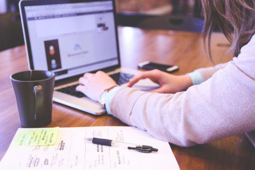 副業ブログは独学でも稼げる